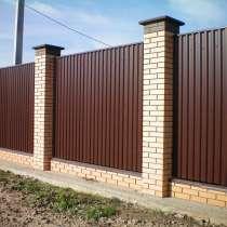 Забор из профлиста с кирпичными столбами 2 м, в Рязани