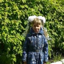 Продам плащ на девочку рост 122 см, в Красноярске