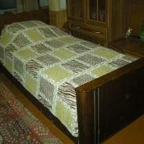 Деревянная кровать полуторка с 3 матрасными подушками, в г.Горловка