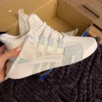 Продам новые кроссовки, не подошел размер, в Архангельске