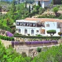 Невероятная вилла с панорамной террасой в Испании, Хавея, в г.Javea