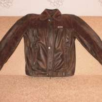 Продам подростковую демисезонную куртку в хорошем состоянии, в Канске