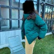Продам куртку изумрудного цвета. Торг уместен, в Санкт-Петербурге