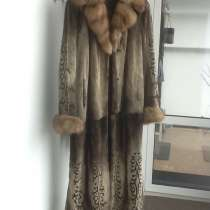 Продам норковую шубу 52-54р с воротником из соболя, в Новосибирске