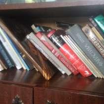 Сервант и книги, в Новосибирске