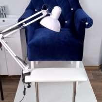 Кресло-трон на подиуме, в Ижевске