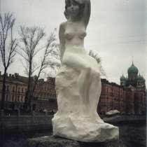 Скульптура обнажённой девушки, в Санкт-Петербурге