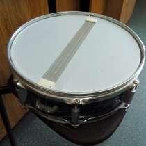 Продам 2 малых советских барабана и стойки под тарелки, в Томске