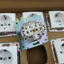 Розетки выключатели фирмы Legrand коллекция Валена, в Омске