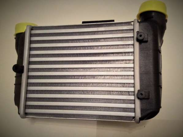 Радиатор интеркулера 8E0145805N VAG Audi A4
