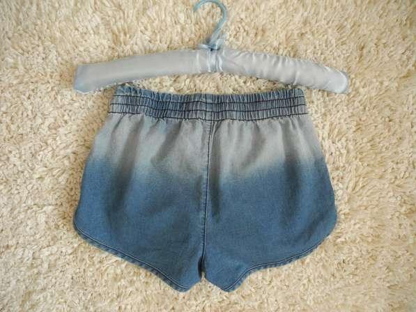 Джинсовые шорты с эффектом омбре и этно-принтом Gloria Jeans в фото 4