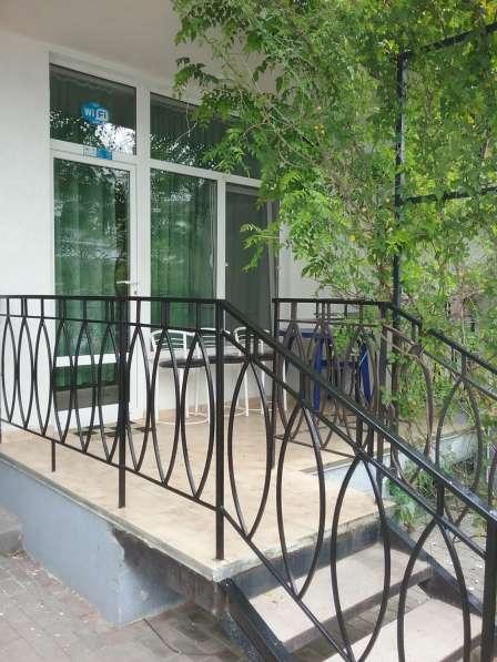 Сдам люкс-апартаменты в коттедже в 100м. от моря в Коктебеле