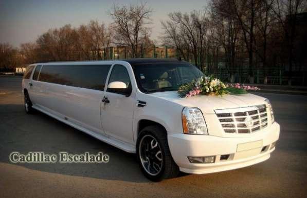 Лимузин Cadillac Escalade на выписку из роддома. Астана.
