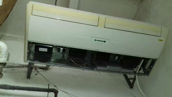 Продаю сплит напольно-потолочный Midia MUC 48 hr