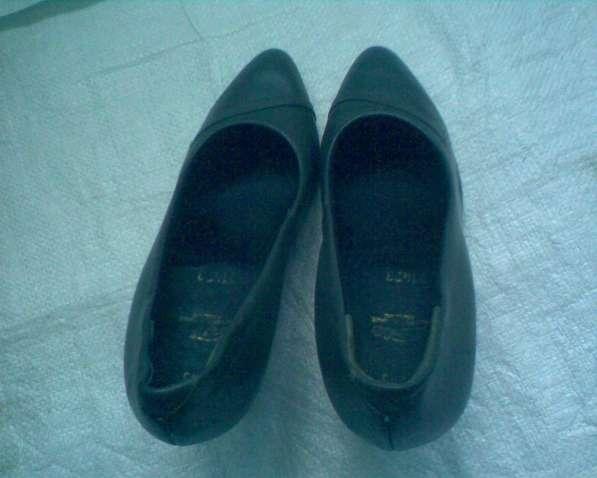 Темно-серые шикарные туфельки из натуральной кожи