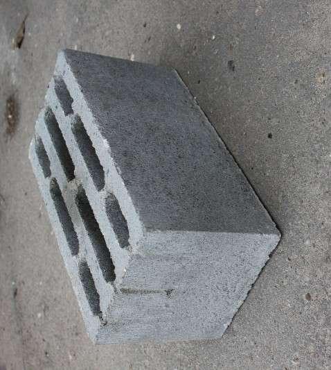 Керамзито-бетонный восьмищелевой блок