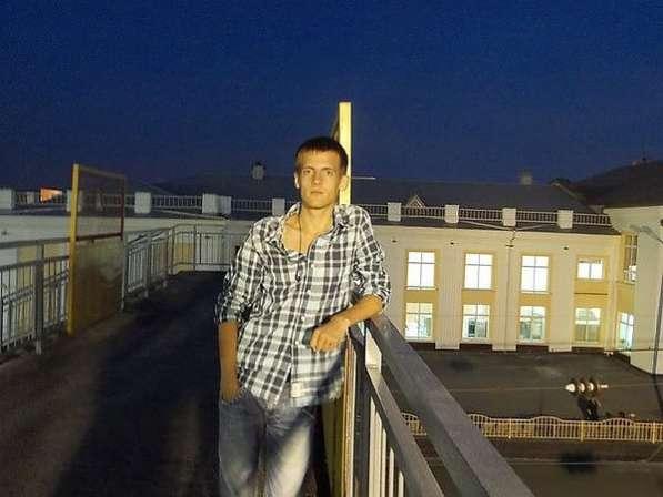 Илья, 25 лет, хочет познакомиться
