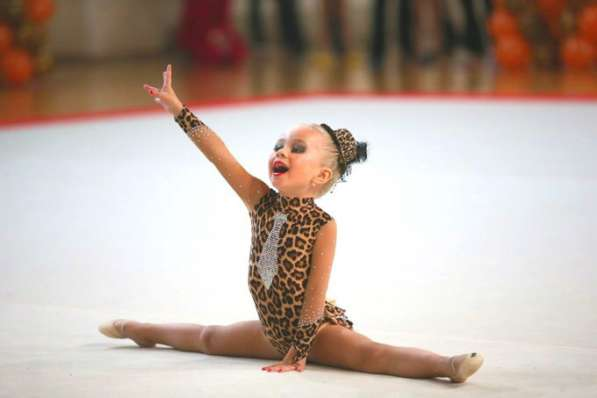 Объявляется набор девочек на художес.гимнастику с 4 до 6 лет