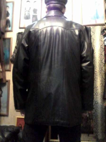Продаю кожаную куртку мужскую б/у в хорошем состояниию в Барнауле