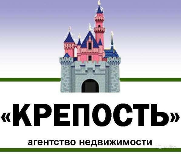 В Кропоткине по ул. Солнечной 2-этажный дом из белого кирпич