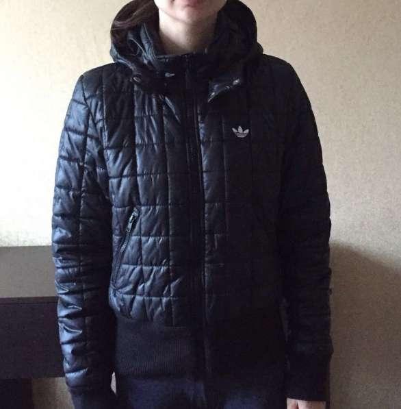 Весенний пуховик Adidas, размер s