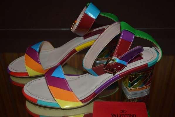 Босоножки Valentino, цвет: разноцветная полоска