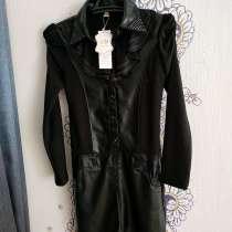 Платье-стретч с кожаными вставками; новое, в Санкт-Петербурге