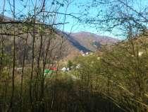Вид на горы и речку, в Сочи