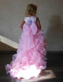 Платье праздничное, нарядное, кружевное, розовое со шлейфом, в г.Днепропетровск