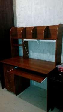 Продается письменный стол сверху приставка для книг, в Раменское