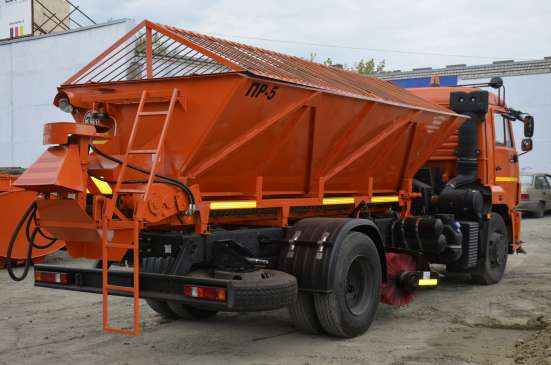 Комбинированная дорожная машина КМД-43253