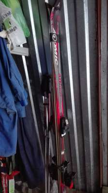 Лыжи для катания с гор с ботинками фирма атомик