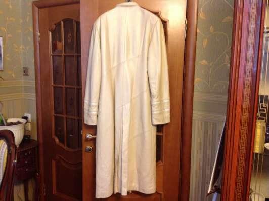 Кожаное пальто, молочного цвета, длинное, 48 размер