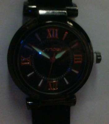 Часы женские (стрелки светятся в темноте) Sinobi