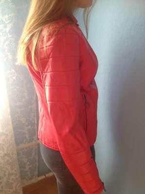 Куртка красная кожазаменитель в Москве Фото 2