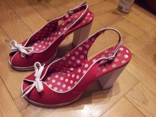 Туфли красные текстильные 38р Устойчивый каблук в Москве Фото 2