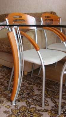Продам стол со стеклянной столешницей и стулья