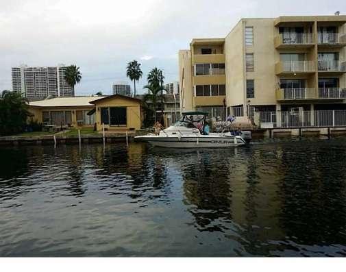 Квартира в Норт-Майами-Бич с видом на канал Фото 1