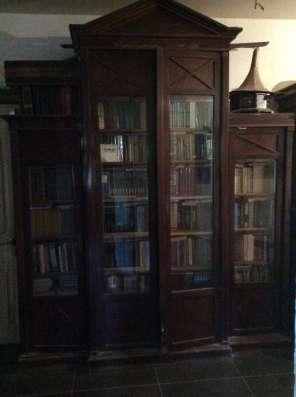 Продам антикварный шкаф