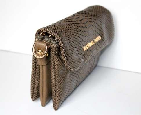 Новая сумочка на ремне Michael Kors, цвет хакки