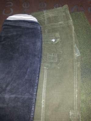 пакет с брюками и джемперами