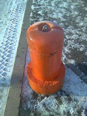 Столбик парковочный бетонный с креплением и покраской в Тюмени Фото 5