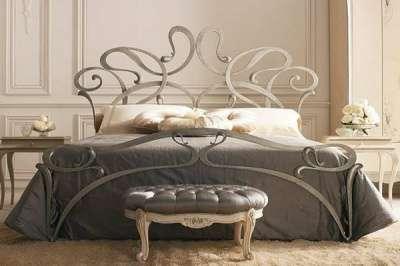 кровать кованая с балдахином