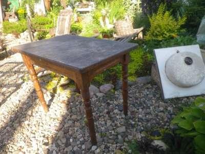 Старинный  столик.
