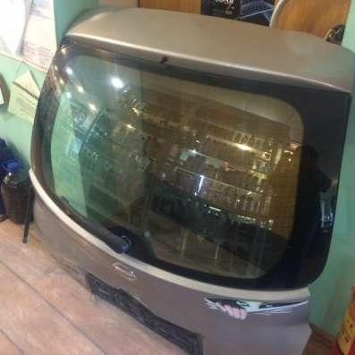 Продам заднее стекло крышки багажника ниссан микра 2005 г