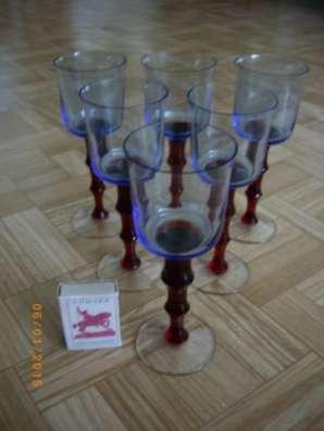 Оригинальные трехцветные бокалы для вина