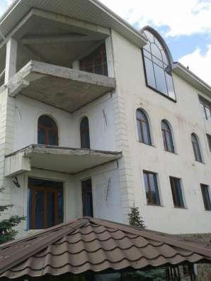 Продается отличный дом, а второй в подарок в г. Ялта, (Масса