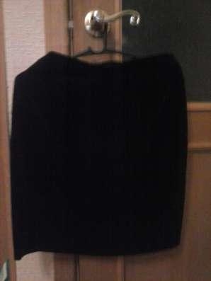 Очень нарядный костюм-пиждак и юбочка -из бархата. размер 44