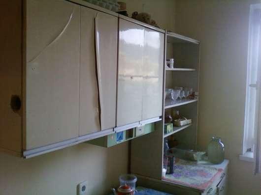 Холодильник, стиральная машина, стулья, стол, и другое имуще