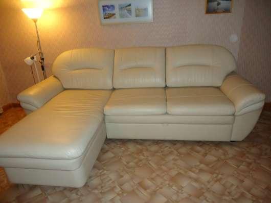 Продам кожаный диван, в отличном состоянии